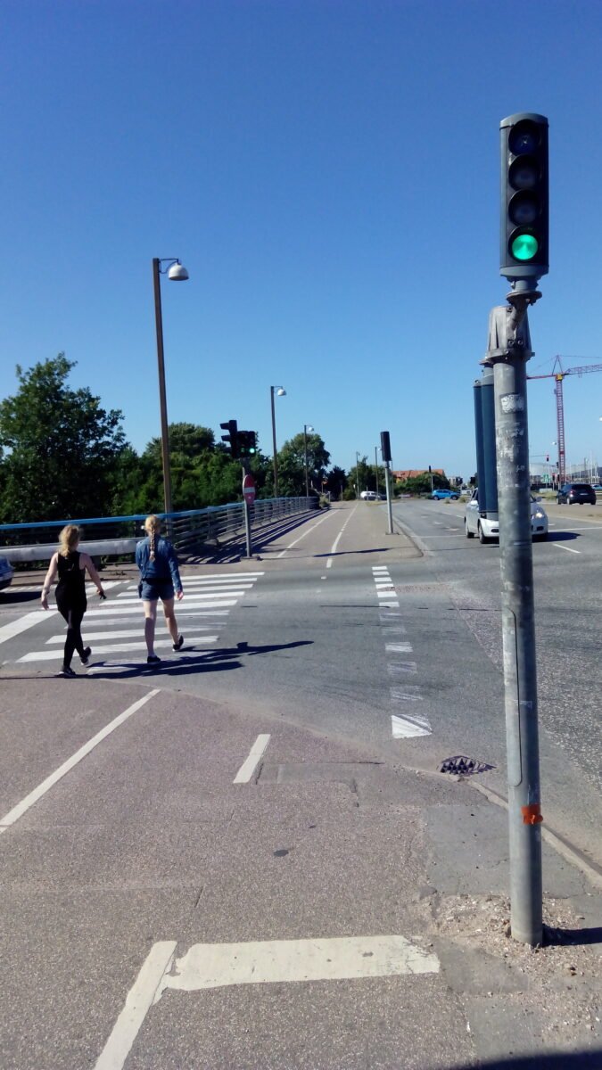 Kopenhagen Fahrradampel auf der linken Straßenseite